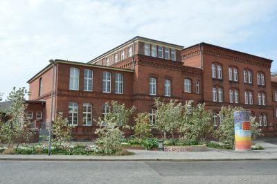 Der neu gestaltete Vorplatz der Oberschule I Foto: Martin Ferch
