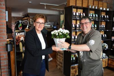 Constanze Stehr gratulierte Frank Wenzel zur Neueröffnung I Foto: Martin Ferch