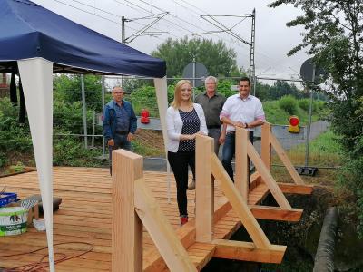 Foto zur Meldung: Bauhof saniert Schwarzbachbrücke an der Bahnlinie