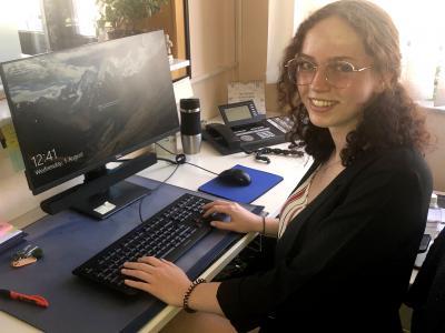 Foto zu Meldung: Clara Gill ist die neue Auszubildende der Gemeinde