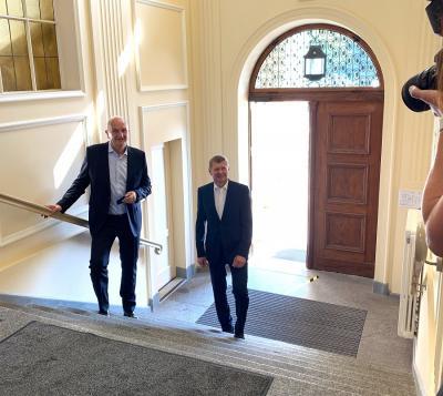 Foto zur Meldung: Ministerpräsident startet Arbeitsbesuche in Landkreisen und kreisfreien Städten / Besuch am Freitag im Landratsamt in Senftenberg