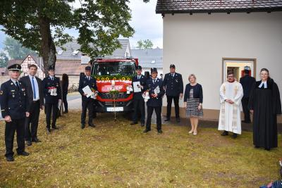 Freudiges Ereignis in Steinbach: Das neue Feuerwehrfahrzeug konnte in den Dienst gestellt werden und langjährige Feuerwehrkameraden erhielten Ehrungen.