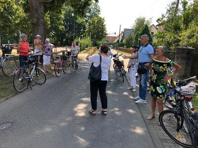 Bild der Meldung: 20 Radfahrer bei sommerlichen Temperaturen auf der Gartenroute