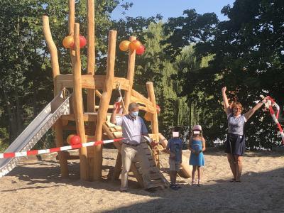 Foto zu Meldung: Neuer Kletterturm in Kita Lehnin eingeweiht