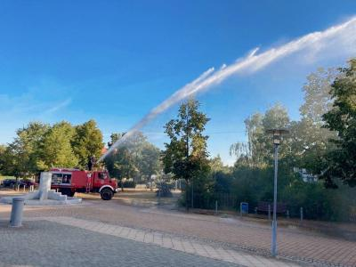 Foto zu Meldung: Feuerwehr kämpft gegen die Hitze