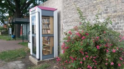 Foto zu Meldung: Bücherzelle in Rädel aufgestellt