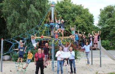 Foto zur Meldung: Kletterschiff begeistert Schafflunder Grundschulkinder