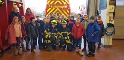 Foto zur Meldung: Besuch bei der Feuerwehr in Ihlpohl
