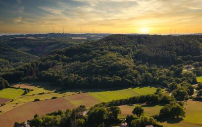 https://pixabay.com/de/photos/panorama-landschaft-wald-5332396/