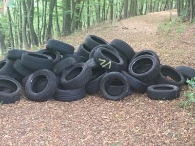 Foto zur Meldung: Erneute Entsorgung großer Mengen Altreifen