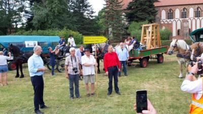 Vorschaubild zur Meldung: Empfang des diesjährigen Friedenstrecks im Klosterstift Marienfließ