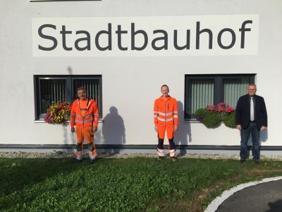 Bild von links: Bauhofvorarbeiter Günther Meister, Thomas Rödel und Erster Bürgermeister Stefan Busch