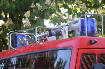 Im Einsatzfall müssen Rettungsfahrzeuge den Unfallort ohne Umwege erreichen. Zufahrten sollten deshalb immer freigehalten werden. Foto: Pixabay