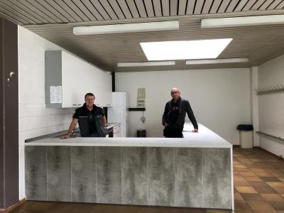 Foto zur Meldung: Das Foyer der Hilgenbaumhalle hat eine neue Küche