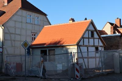 Historische Mauerreste gefunden - Arbeiten am Kleinsthaus Johann-Sebastian-Bach-Straße 8 gehen weiter