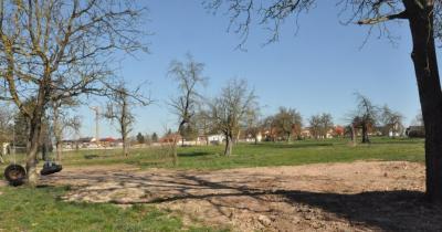 Hier, im neuen Baugebiet Dorfeiche, sollen demnächst neue Häuser entstehen.