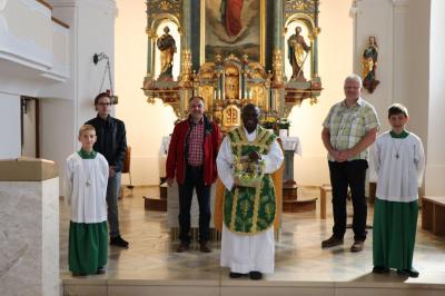 Foto zur Meldung: Pfarrvikar Matthias Tang feiert erste Hl. Messe in unserer Pfarrei