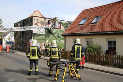Foto zu Meldung: Bauarbeiter vom Gerüst gerettet