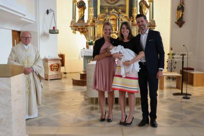 Foto zur Meldung: Durch die Taufe in die Kirche Gottes aufgenommen