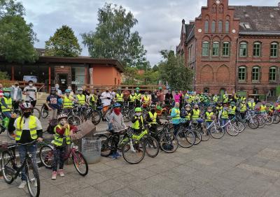 Vorschaubild zur Meldung: Mit dem Fahrrad zur Domschule