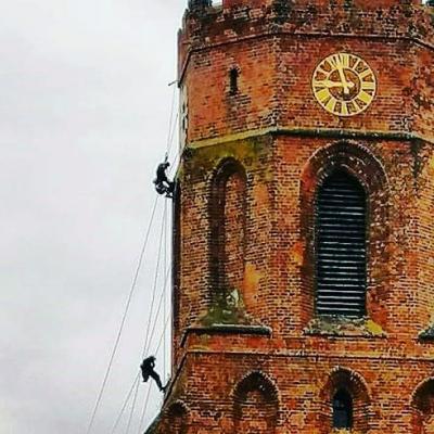 Foto zur Meldung: Fassadenkletterer an der St. Marienkirche