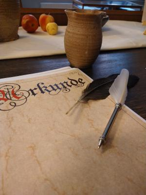 Foto: Stadt Perleberg | Blick in die Sonderausstellung Friede, Freude, Fehde - 600 Jahre Perleberger Frieden