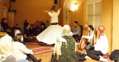 Foto zur Meldung: Einführung in Sufismus und traditionelle Meditationsformen: Zikr, Sema und Murakkaba