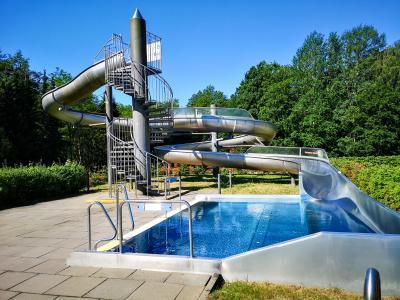 Das Hainholzbad bleibt eine Woche läger offen als geplant. Foto: Beate Vogel