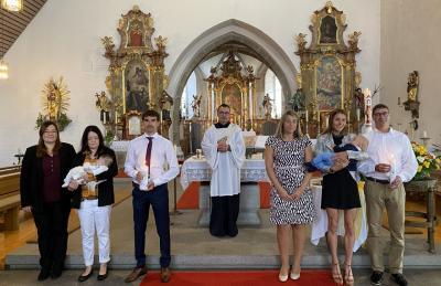 Bild der Meldung: Zwei Kinder durch die Taufe in die Pfarrgemeinde aufgenommen