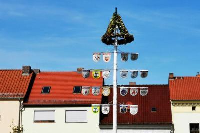 Bild der Meldung: Aus dem Maibaum wurde der Erntedankbaum 2020