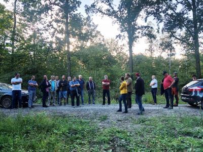 Die Mitglieder des Ausschusses für Stadtentwicklung, Bau und Umwelt machten sich vor Ort ein Bild vom Zustand der städtischen Waldflächen.