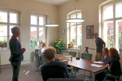 """Vorschaubild zur Meldung: Teilnehmer des Projekts """"DiakommA"""" im Rathaus zu Gast"""