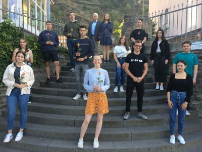 Gruppenfoto der neuen und alten SV mit Schulleiter Thomas Guckenbiehl