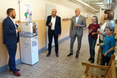 """Vorschaubild zur Meldung: """"Trink Wasser Station"""" für die Grundschule Laubsdorf"""