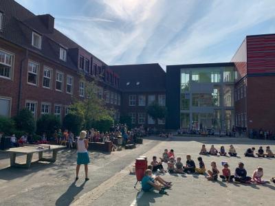 Bild der Meldung: Summerfeeling - Konzert auf dem Schulhof