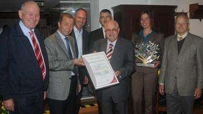 Foto zur Meldung: Vogelsberggarten Ulrichstein erhielt den Umwelt- und Innovationspreis der OVAG
