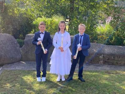 Die Erstkommunionkinder aus Schönderling