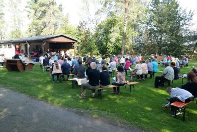 Foto zur Meldung: Gottesdienst am Goldbergsee