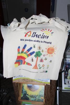 Alheim-Taschen sind im Rathaus kostenlos erhältlich