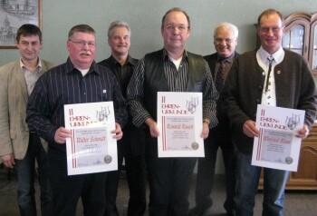 Foto zur Meldung: Winfried Blum, Reinhold Rausch und Walter Schmidt singen seit 40 Jahren