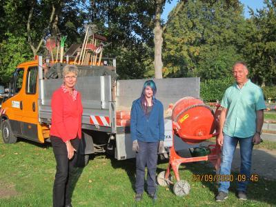 Foto zur Meldung: Neue Auszubildende am Baubetriebshof