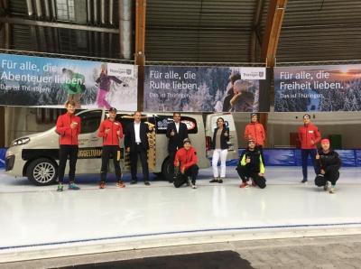 Vorschaubild zur Meldung: Kleinbus an Olympiastützpunkt Thüringen übergeben