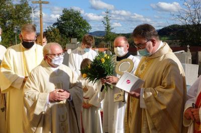 Bild der Meldung: Feierliche Installation von Pfarrer Sperl in der Pfarrkirche in Harrling