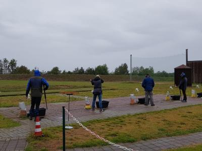 Vorschaubild zur Meldung: Sportler trotzen Wind und Regen in Neiden