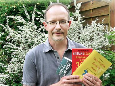 Robert Niemann gastiert mit spitzer Zunge in der Pritzwalker Bibliothek. Quelle: deutschland im internet