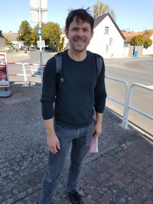 Steffen Schroeder, Schauspieler und Buchautor, auf Spurensuche in Rogätz.