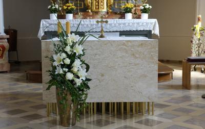 Foto zur Meldung: Altarweihe am Sonntag in unserer Pfarrkirche