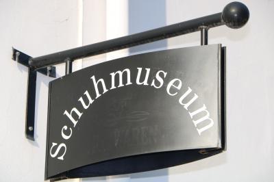 Bild der Meldung: Besuch Schuhmuseum