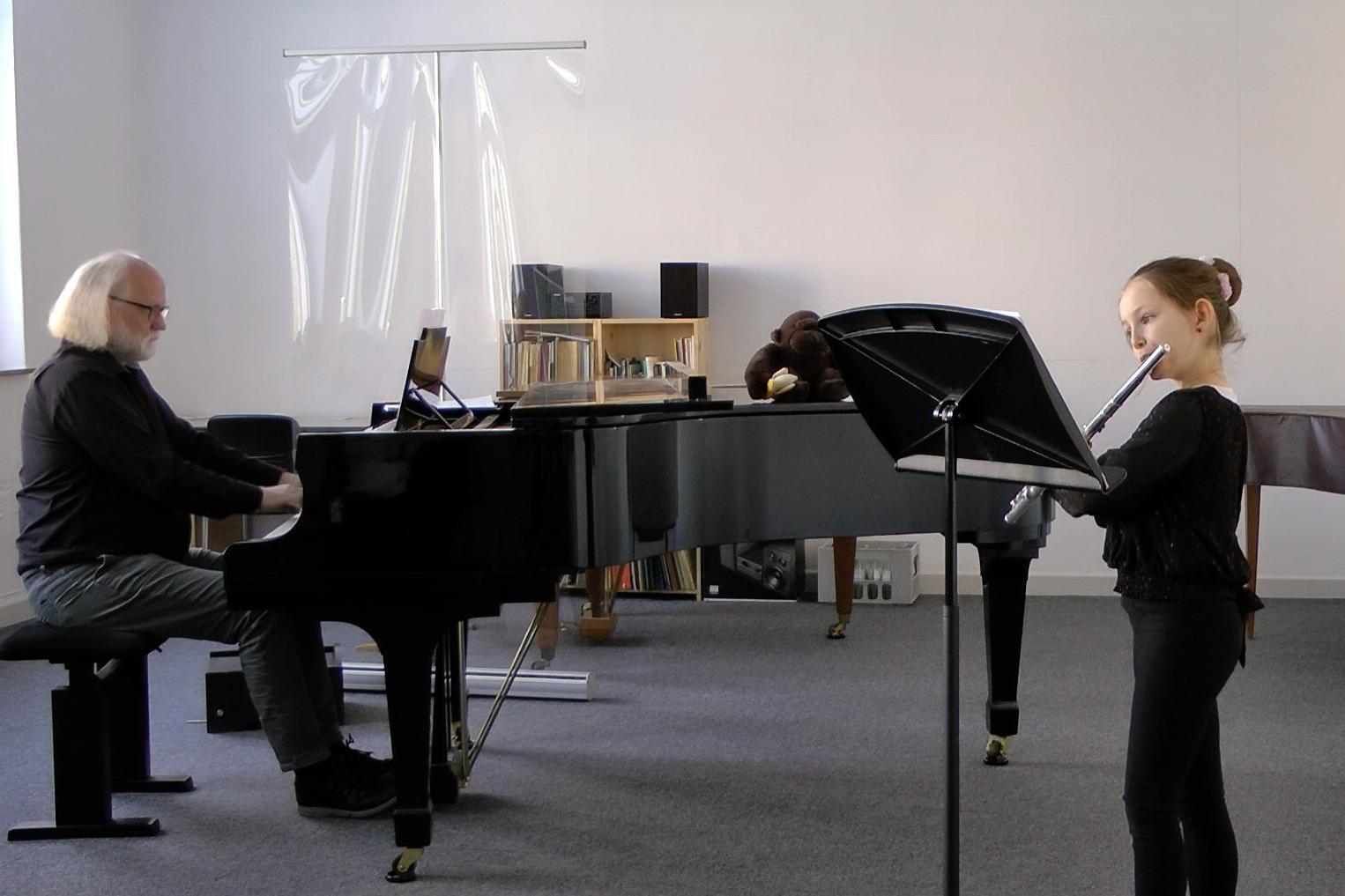Mia Köchling mit Pianist Rudolf Helmes