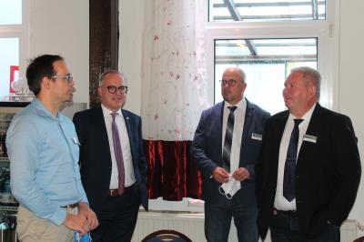 v.l.n.r. Projektleiter Matthias Schmid, Geschäftsführer Matthias Effenberger, Amtsvorsteher Hans-Werner Beck, LVB Wolfgang Hinz